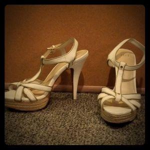 Size 7 white Elle heels